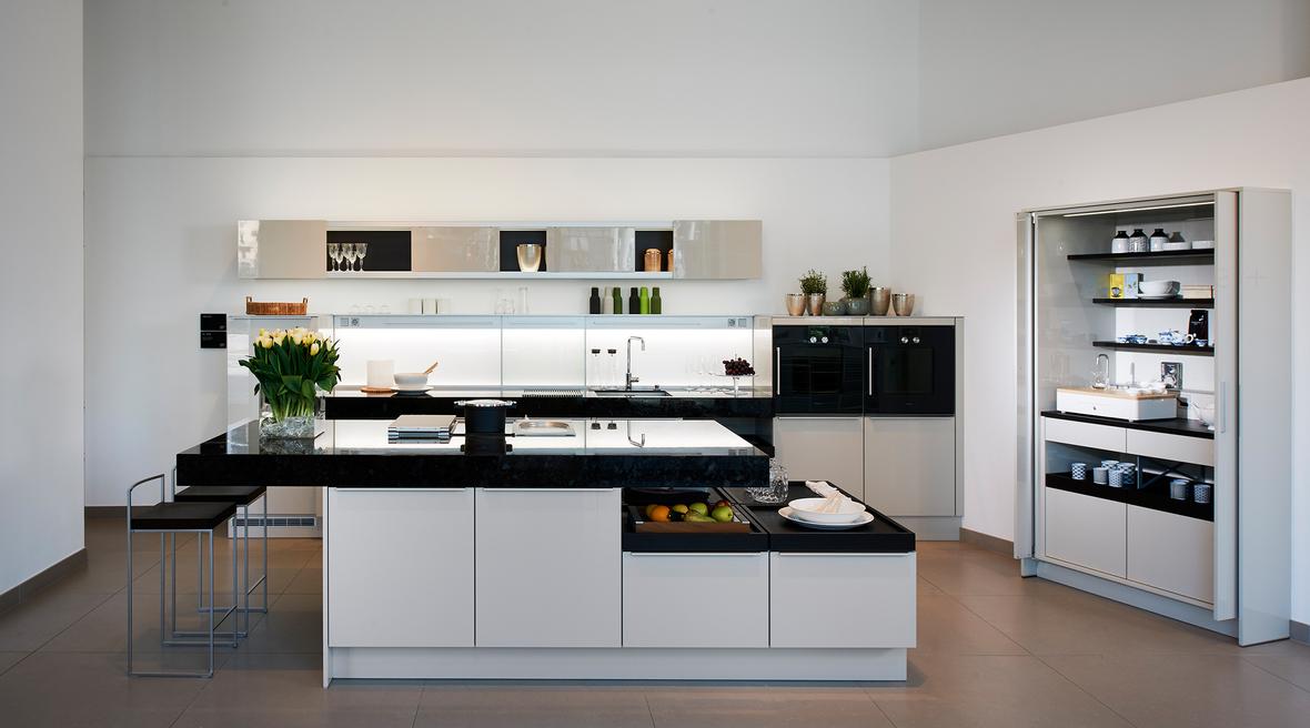 Plüsch introduces Poggenpohl + STAGE kitchen unit