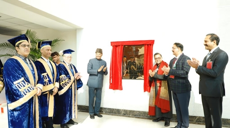 President Ram Nath Kovind unveils Satish Gupta's Roaring Sea-Still Mind