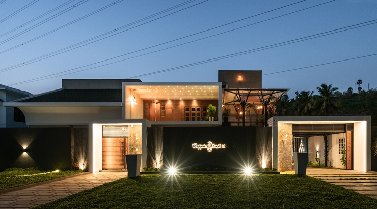 Fifteen year old Kerala house gets a contemporary touch