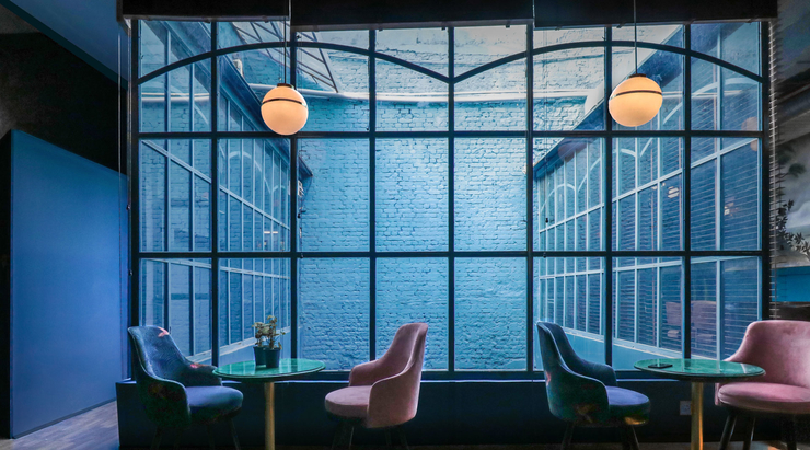 A fusion cocktail bar bathed in the Pantone colour of the year 2020