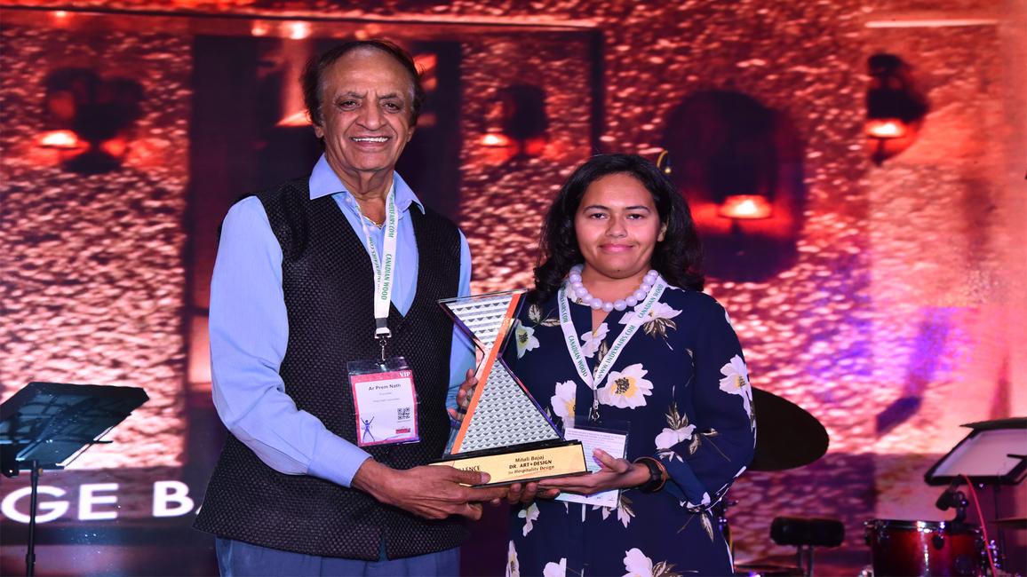 Mitali Bajaj receives the IndeXcellence Award from Ar. Prem Nath