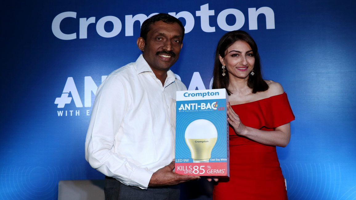 CEO Mathew Job with Soha Ali Khan at the product launch