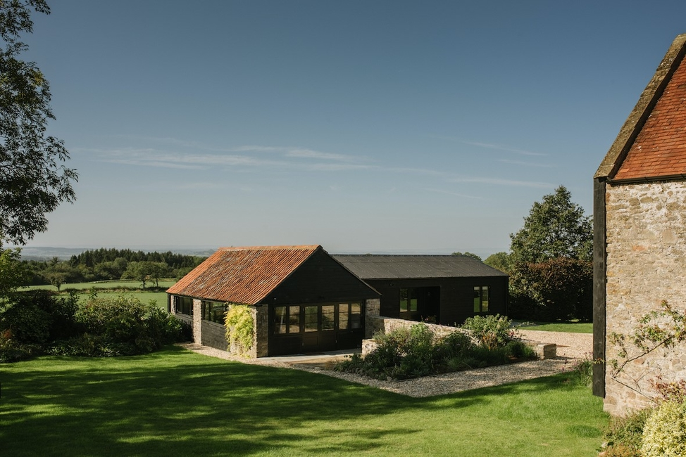 De Rosee Sa, Kilnwood, Rustic interiors, Pitched roofs, Timber boarding, Somerset, London, Timber-clad guesthouse, Barn