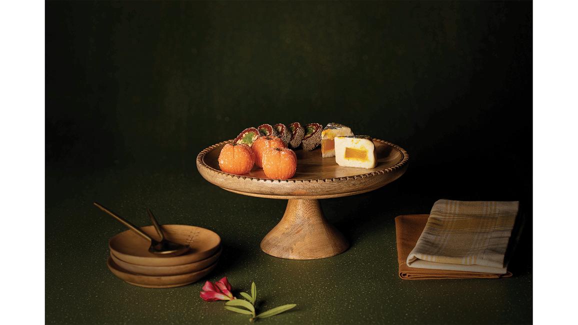 Ellementry, Wooden tableware, Tableware collection, Hand-carved wooden tableware, Country Home by Ellementry, Leaf-etched Cloche by Ellementry, Handcrafted tableware